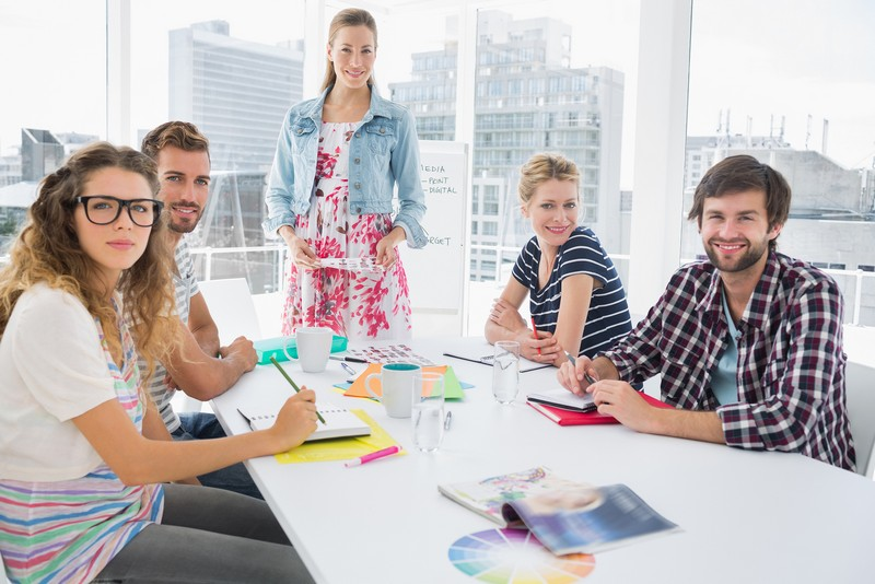 http://www.edu4u.info.pl/images/dental/bigstock-Young-casual-business-people-s-58967954.jpg